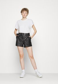 ONLY - ONYPEONY YSABELLE - Shorts - black - 1