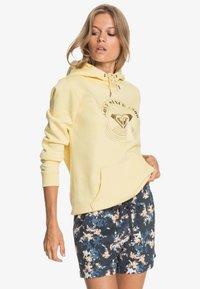 Roxy - ANOTHER KISS - Sports shorts - mood indigo aqua ditsy - 3