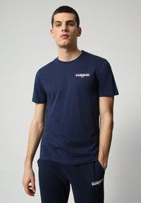 Napapijri - S-ICE SS - T-shirt med print - medieval blue - 0