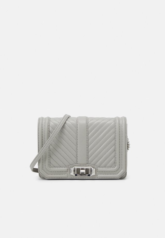CHEVRON QUILTED SMALL LOVE CROSSBODY - Across body bag - perla