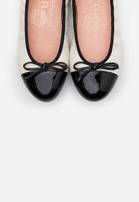 Unisa - AUTO - Ballerina - ivory/black - 5
