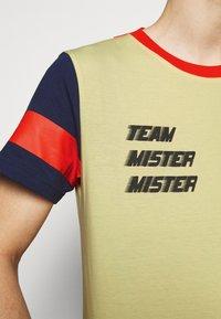 Viktor&Rolf - PRINTED - T-shirt z nadrukiem - yellow - 5
