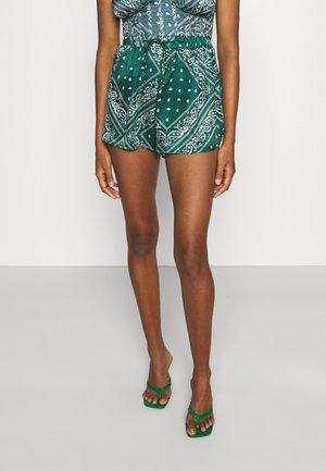 PAISLEY RUNNER SHORT - Shorts - green