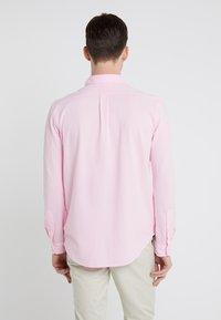 Polo Ralph Lauren - FEATHERWEIGHT MESH SHIRT - Košile - carmel pink - 2