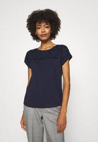Betty & Co - MASSTAB - Print T-shirt - navy blue - 3
