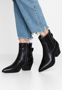 Glamorous Wide Fit - Cowboy/biker ankle boot - black - 0