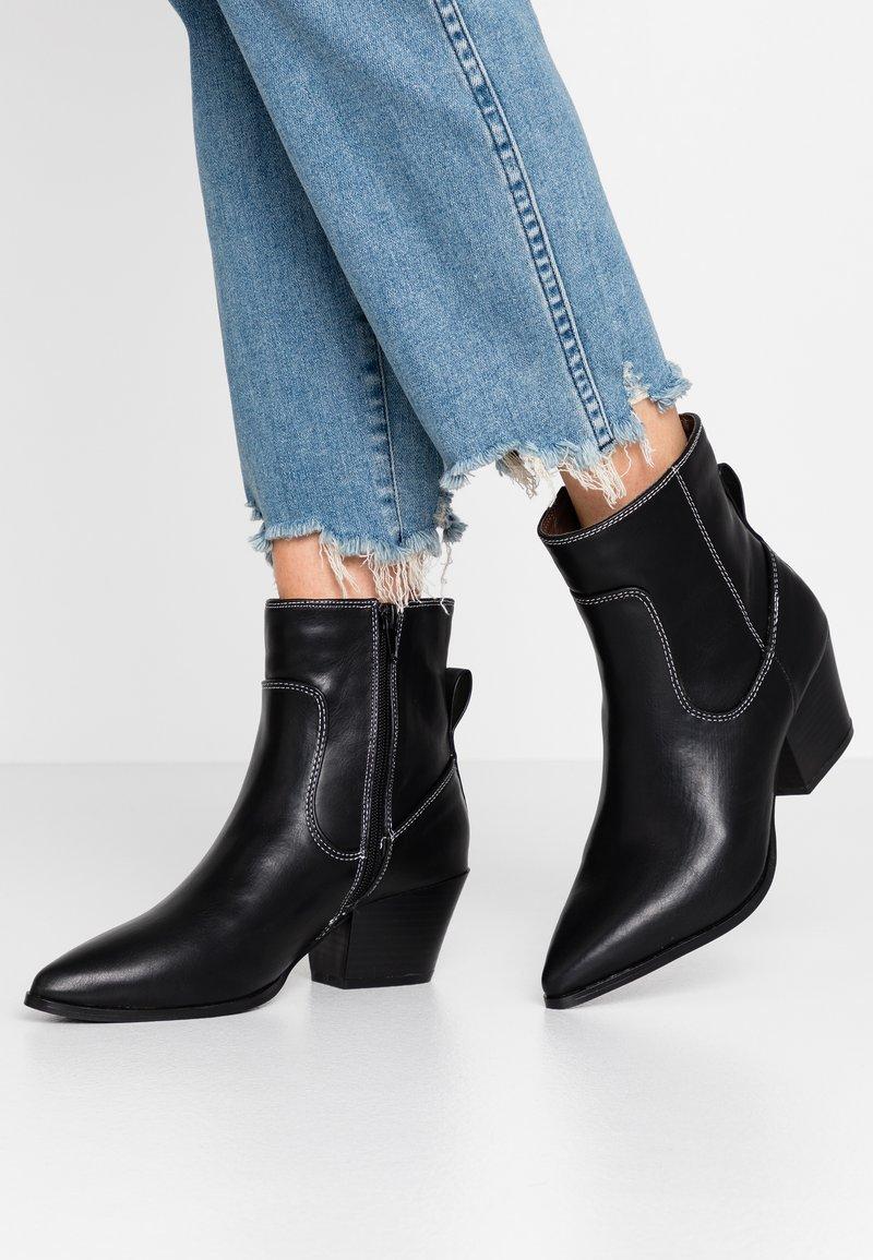 Glamorous Wide Fit - Cowboy/biker ankle boot - black