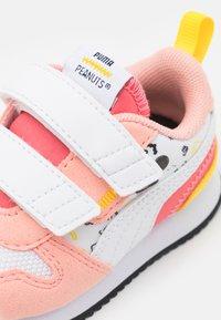 Puma - PEANUTS R78 UNISEX - Tenisky - apricot blush/white - 5