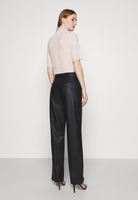 NA-KD - MATIAMU BY SOFIA HIGH WAIST SLIT PANTS - Pantalones - black - 2