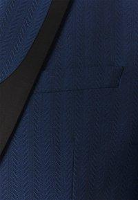 Twisted Tailor - GAUGUIN SUIT - Puku - blue - 7