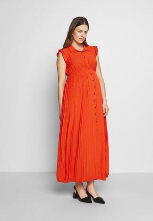 BEATRIZ - Maxi šaty - coral