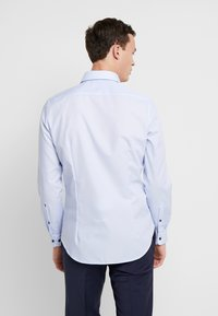 Seidensticker - BUSINESS KENT PATCH SLIM FIT - Formal shirt - light blue - 2