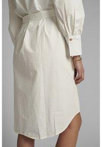 Nümph - NUSUMMER DRESS - Korte jurk - bright white - 3