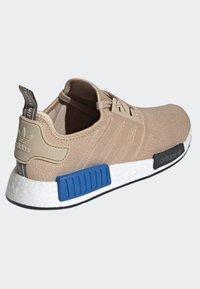 adidas Originals - NMD_R1 SHOES - Sneakers laag - beige - 4