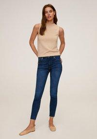 Mango - SKINNY JEANS IN 7/8-LÄNGE ISA - Jeans Skinny Fit - dunkelblau - 1
