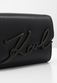 KARL LAGERFELD - SIGNATURE BELT-BAG - Across body bag - black/gun metal - 3
