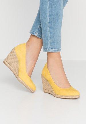 COURT SHOE - Zapatos altos - sun