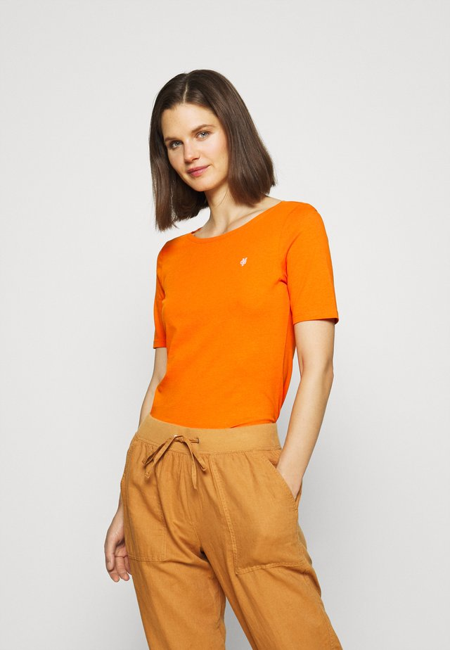 SHORT SLEEVE ROUNDNECK - Jednoduché triko - sunbaked orange
