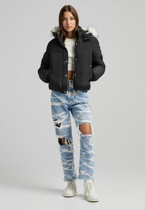 MIT KAPUZE UND KUNSTFELLBESATZ - Winter jacket - black