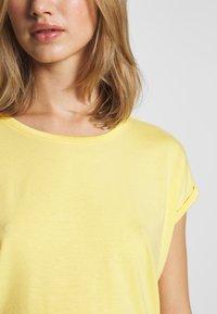 Vero Moda - Basic T-shirt - banana cream - 4