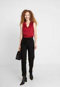 JDY - JDYOMA BELT PANT - Kalhoty - black/arabian spice - 1