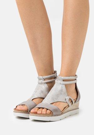 TAPASITA - Platform sandals - medusa