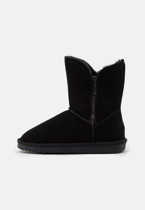 LUNA ZIP BOOTIE - Kotníkové boty - black