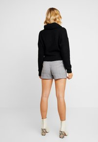 Lost Ink - WITH FRILL WAIST - Shorts - black - 2
