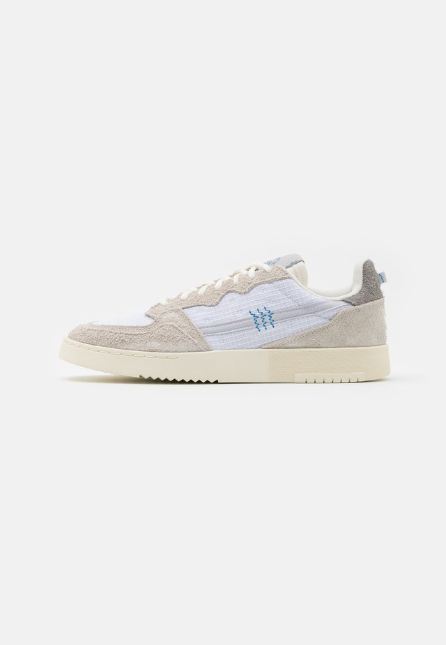 SUPERCOURT UNISEX  - Sneakersy niskie - offwhite/footwear white/chalk solid grey
