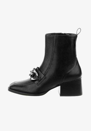 LIVATA - Korte laarzen - black
