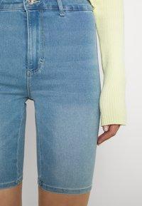 ONLY - ONLROYAL BIKE - Jeansshorts - light blue denim - 4