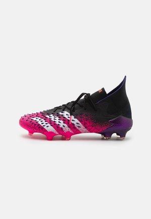 PREDATOR FREAK .1 FG - Fodboldstøvler m/ faste knobber - core black/footwear white/shock pink
