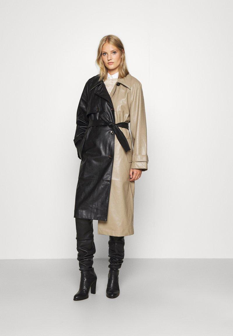DESIGNERS REMIX - MARIE COAT - Trenchcoat - black/sand