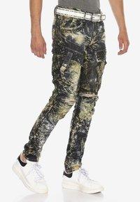 Cipo & Baxx - COOLER WASCHUNG UND ZIERNÄHTEN - Straight leg jeans - khaki - 3