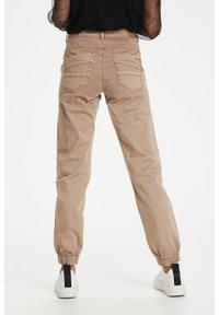 Cream - Slim fit jeans - cognac - 2