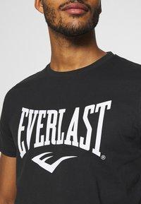 Everlast - BASIC TEE RUSSEL - Triko spotiskem - black - 5