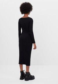 Bershka - Pouzdrové šaty - black - 1