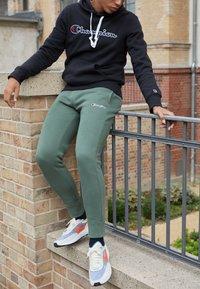Champion Rochester - CUFF PANTS - Pantaloni sportivi - olive - 2