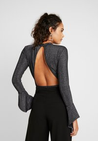 Glamorous - OPEN BACK BODYSUIT - Long sleeved top - black - 2