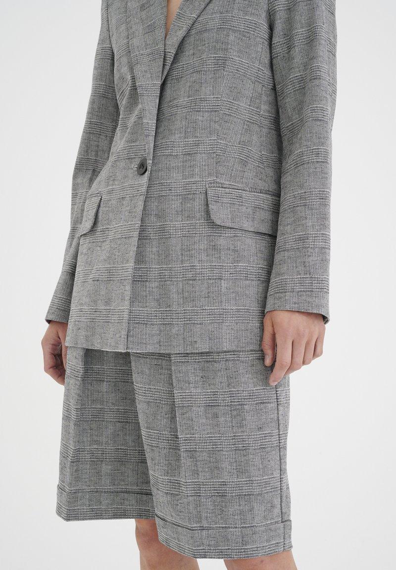 InWear - Shorts - black / white
