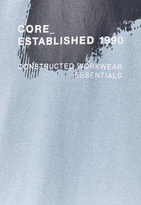 Jack & Jones - JCOHOLE TEE CREW NECK - T-shirt con stampa - dusty blue - 2