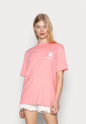 PLAYBOY LOGO OVERSIZED TEE - Jednoduché triko - pink