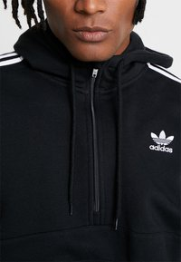 adidas Originals - ADICOLOR 3 STRIPES HALF-ZIP HOODIE - Hoodie - black - 5