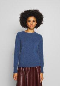 pure cashmere - CLASSIC CREW NECK  - Svetr - dust blue - 0