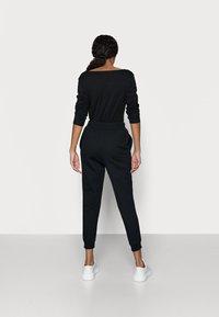Even&Odd Petite - 2 PACK - Pantalon de survêtement - black/blue - 3