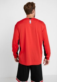 Nike Performance - NBA CHICAGO BULLS SHOOTER LONG SLEEVE - Pelipaita - university red/black - 2