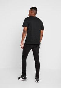 Daily Basis Studios - DENIM CAST 6 - Jeans Skinny Fit - black wash - 2