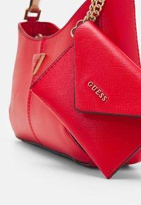Guess - LAYLA TOP ZIP SHOULDER SET - Handtasche - red - 3