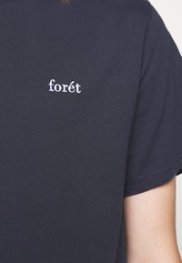 forét - AIR - Basic T-shirt - navy - 5