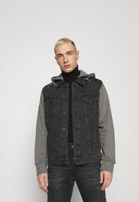Only & Sons - ONSCOIN HOOD TRUCKER - Denim jacket - black denim - 0